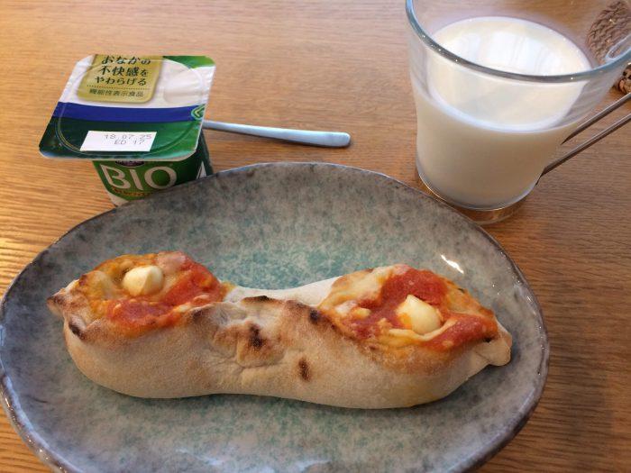 コープデリ手包みピッツアマルゲリータの朝食例